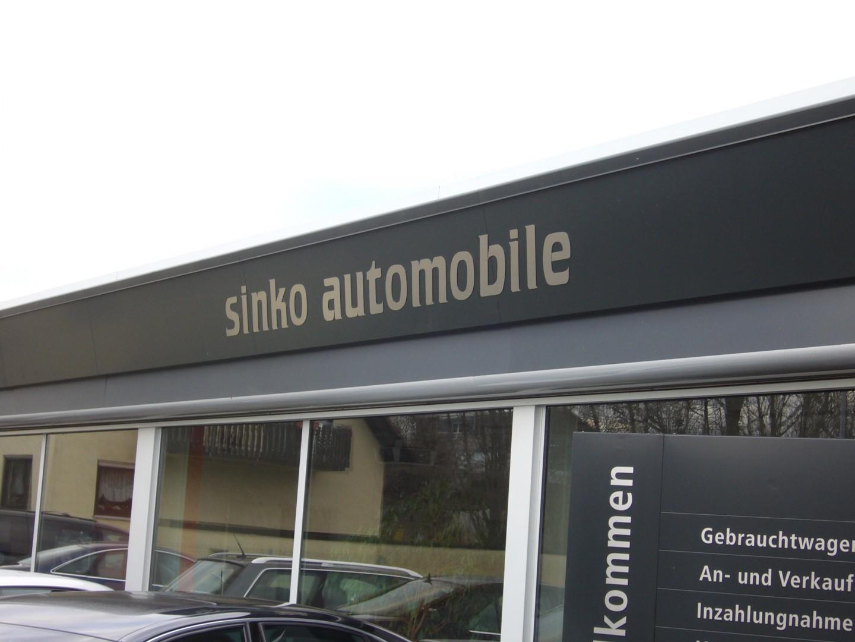 Edelstahl Reliefbuchstaben am Autohaus